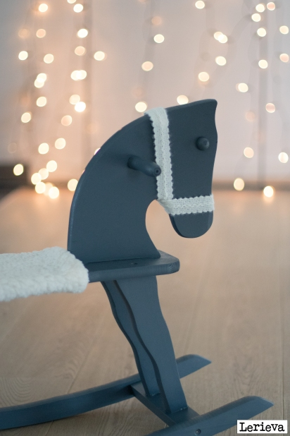 Lerieva schommelpaard winter outfit